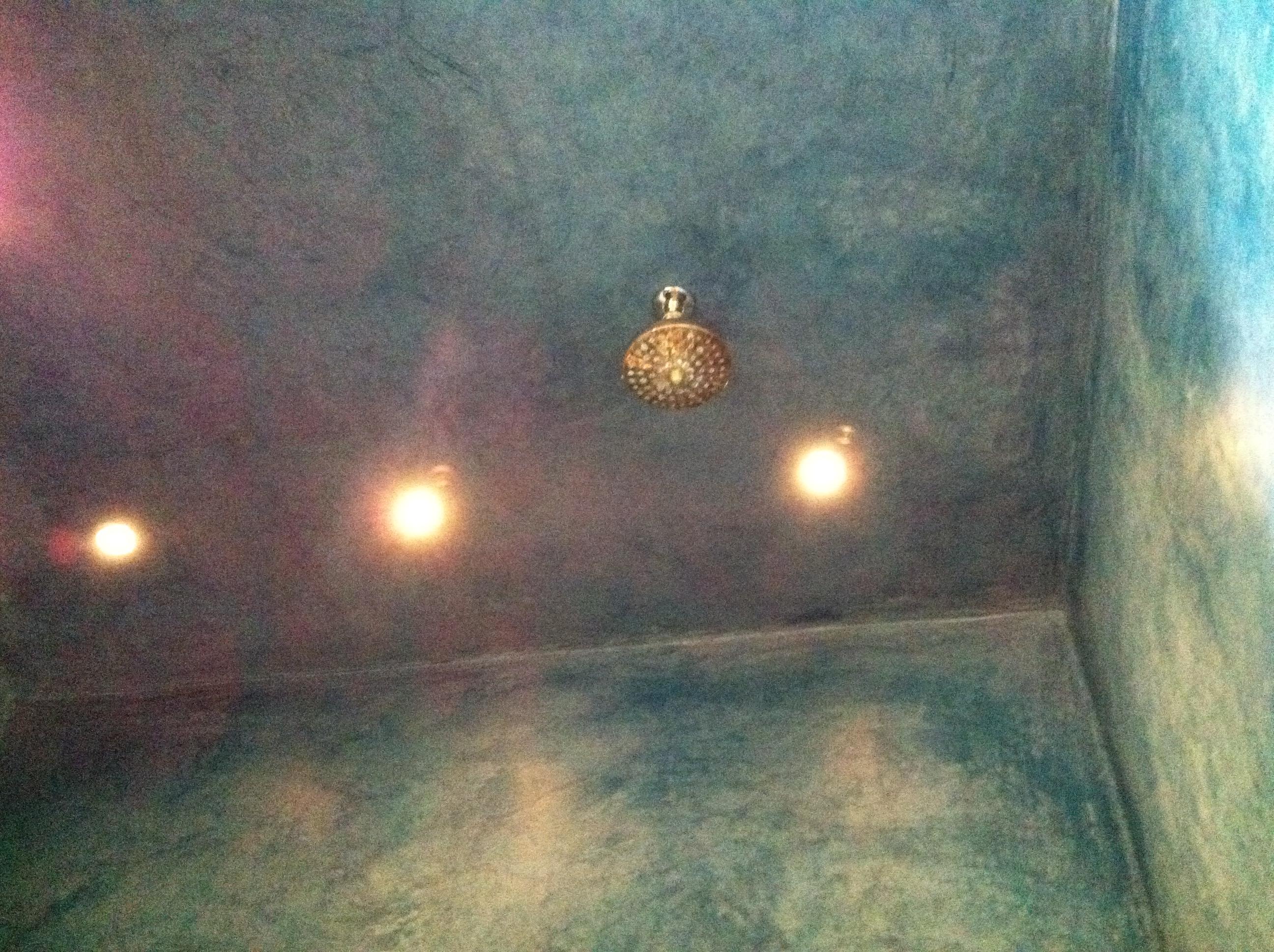 hammam - cielo illuminato con soffione doccia