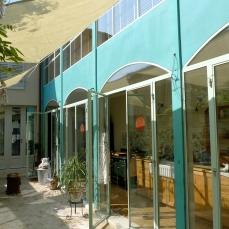 dimora in centro storico parete in rame ossidato e vetro